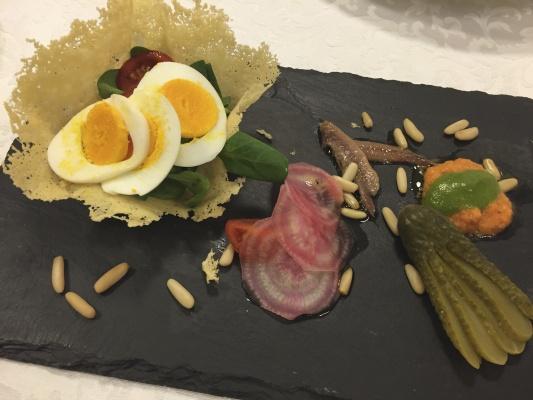 Cestini di Grana croccante con insalata Vegetariana