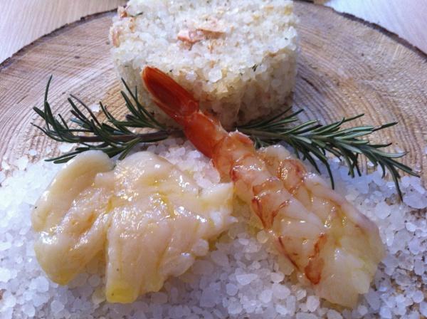 Piastra di sale con gamberoni e capesante