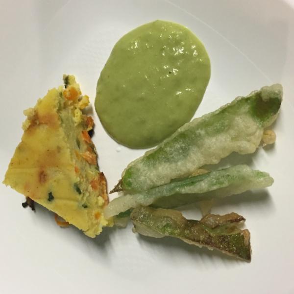 Sformatini di miglio carote e zucchine e vellutata di piselli di borso e suo baccello fritto