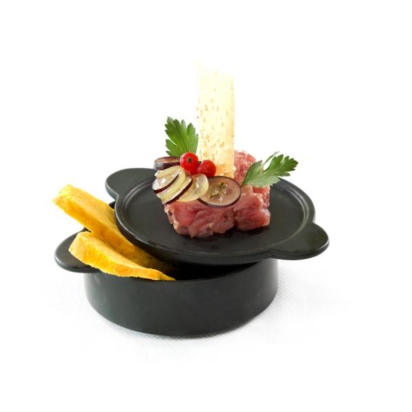 Tartare di tonno con pane alla zucca